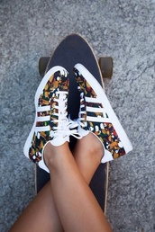shoes,custom,floral,pretty,dope,swag,summer,skateboard,adidas originals,adidas shoes,sneakers,adidas,flowers,baskets,fleuries,colorful,adidas classics