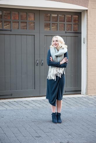 poor little it girl blogger dress bag scarf jewels shoes