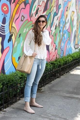 lamariposa blogger shirt jeans shoes bag jewels sunglasses bucket bag flats summer outfits
