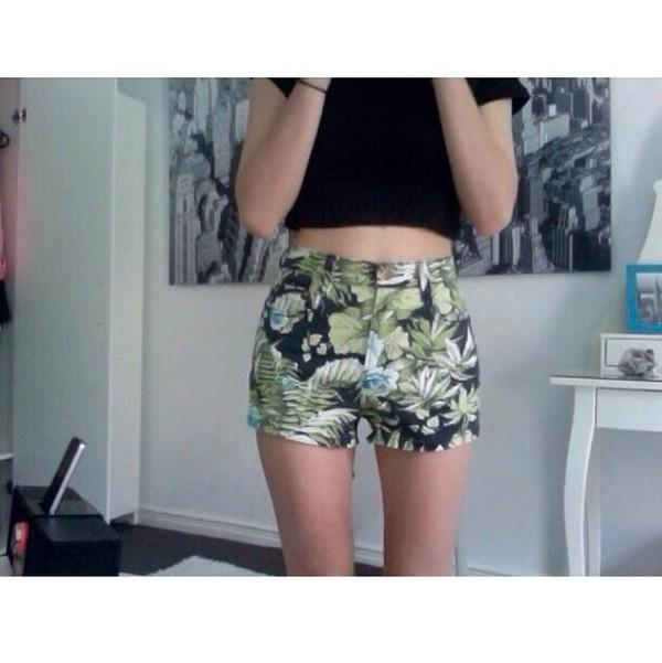 shorts tropical green tropical print shorts leaves jungle
