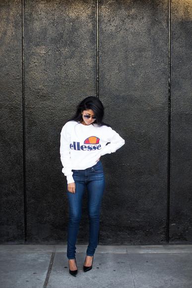 walk in wonderland blogger shoes top jeans sunglasses