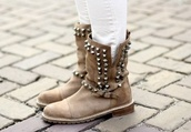 shoes,brown shoes,nieten,boots,biker boots,spike,boots with spikes,leather boots