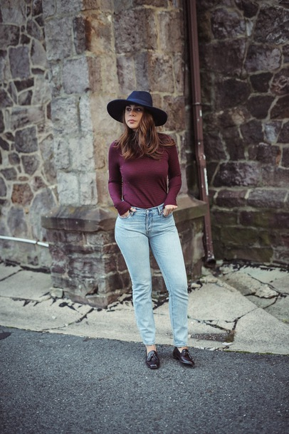 hat tumblr felt hat denim jeans light blue jeans top burgundy top burgundy shoes black loafers loafers