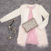 coat,jacket,faux fur,fur,feathers,girly,fashion blogger,style blogger,ootd,look of the day,white coat,beige coat,fashonista,shopaholic,instagram