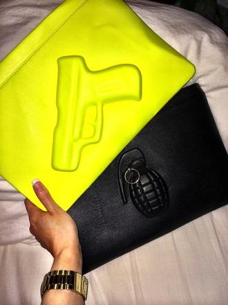 bag yellow fluo fluorescent yellow black gun black grenade grenade nails gold clothes fashion fashionista fashionable bag