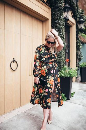 katwalksf blogger dress sunglasses clutch floral dress pumps spring outfits