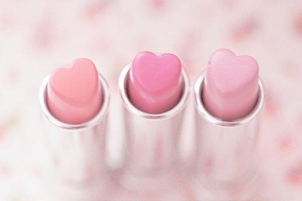 nail polish lipstick heart pink pink holiday gift make-up light pink lipstick make-up pink lipstick all the pink paste pink with hearts pastel pink baby pink kawaii kawaii accessory pastel pastel goth