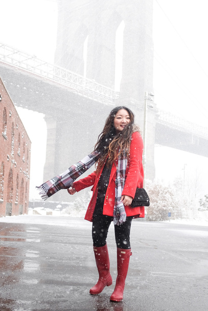 tineey blogger coat shoes sweater leggings scarf bag winter outfits red coat red boots wellies shoulder bag