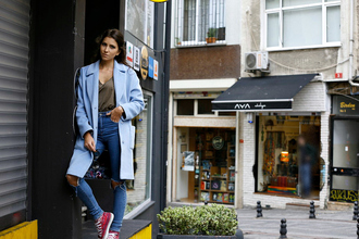 rana demir blogger coat t-shirt jeans shoes sunglasses jewels