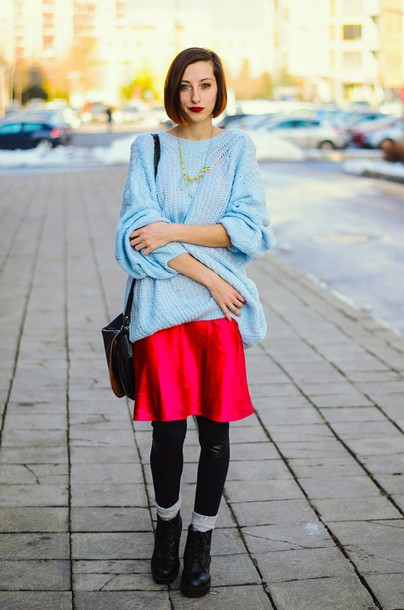 beauty insanity blogger oversized sweater light blue red skirt