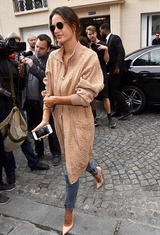 jacket oversized jacket oversized pumps streetstyle paris fashion week 2016 alessandra ambrosio fall outfits camel model off-duty jeans