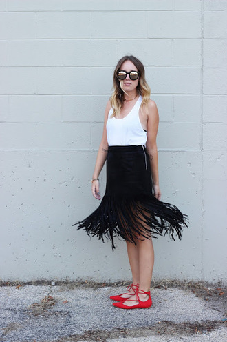 the whiskey wolf blogger red shoes strappy flats fringe skirt black skirt white tank top