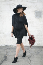 could i have that,blogger,bag,jewels,black boots,maternity,maternity dress,knitwear,cape,black cable knit sweater,black sweater
