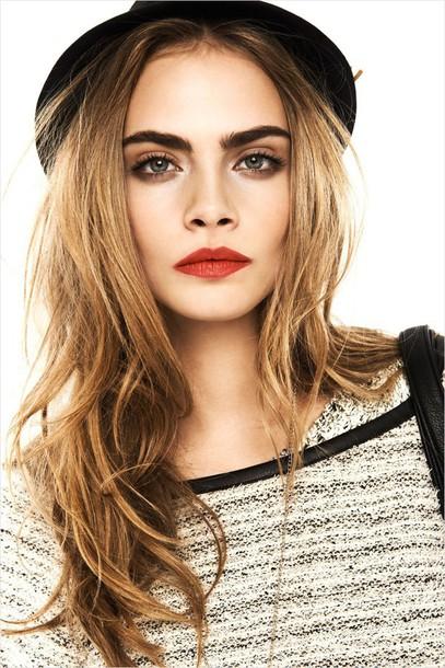 make-up cara delevingne hat shirt