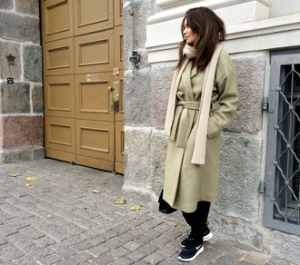 by funda blogger scarf boyfriend coat long coat winter outfits