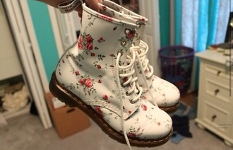 shoes boots combat boots beige vintage floral old cute tumblr girly off-white flowers