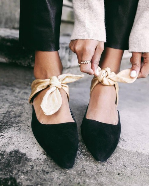 shoes tumblr bow shoes bow black shoes flat sandals pointed flats black flats suede suede shoes ring gold ring jewels jewelry