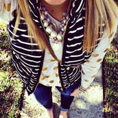 blouse,jeans,denim,pants,jewels,bag,t-shirt,shirt,top,tank top,long,jacket,cardigan,zip,black and white,print,sweater,cozy,casual,classy,big dots,style,acid wash,skinny pants,High waisted shorts,bracelets,necklace,gold,pearl,white,white t-shirt,long sleeves,vest,stripes,knitwear,knitted sweater,cozy sweater,comfy,winter sweater,winter outfits,graphic tee,polka dots,streetwear,streetstyle,big pattern