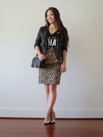 sensible stylista blogger jacket bag t-shirt perfecto quote on it ruffle shoes skirt top jewels