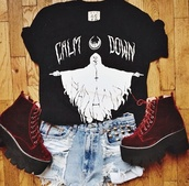t-shirt,black,shoes black grunge flat,shoes,platform shoes,high waisted denim shorts,shorts,cut off shorts,printed shorts,print,jeans,creepers,red,high