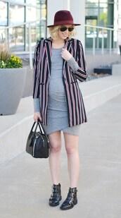 straight a style,blogger,jacket,dress,bag,sunglasses,shoes,hat,maternity,maternity dress,felt hat,grey dress,ankle boots,handbag,printed blazer