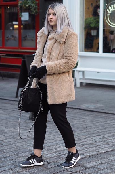 jacket tumblr nude jacket fur jacket faux fur jacket pants black pants sneakers blue sneakers bag black bag gloves