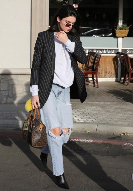 jeans ripped jeans kendall jenner streetstyle fall outfits sweatshirt kardashians model off-duty