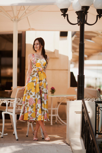 the bow-tie blogger dress shoes floral dress yellow dress maxi dress summer outfits