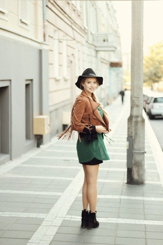 juliette jakubowska juliette in wonderland blogger suede jacket brown leather jacket green dress fringed jacket