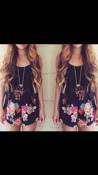 shorts flowered shorts black crop top lace top accessories spring
