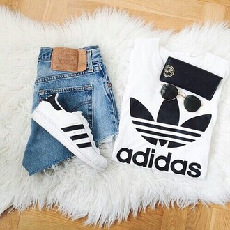 t-shirt shoes adidas black white cool jeans outfit style classy urban top adidas superstars shirt
