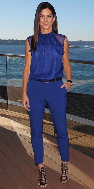 pants celebrity sandra bullock monochrome blue all navy blue outfit top all blue all blue outfit blue pants blue top sleeveless strappy sandals sandals high heel sandals celebrity style