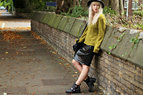 saraluxe sweater skirt bag hat