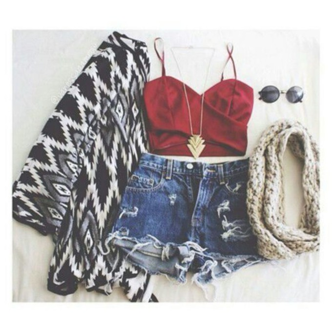 jewels sweater scarf tank top shorts crop tops denim shorts summer outfits cardigan red crop top tribal cardigan gold necklace scarf red