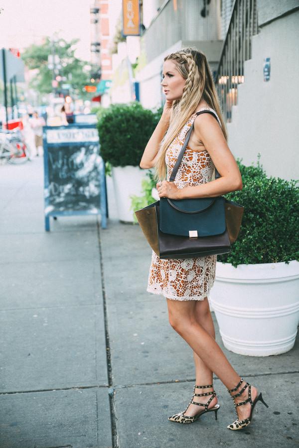 barefoot blonde blogger shoes bag