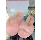 shoes,slippers,slide shoes,fur slippers,pink