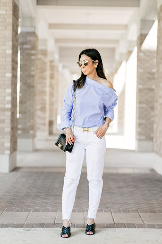 styleofsam blogger top jeans jewels belt