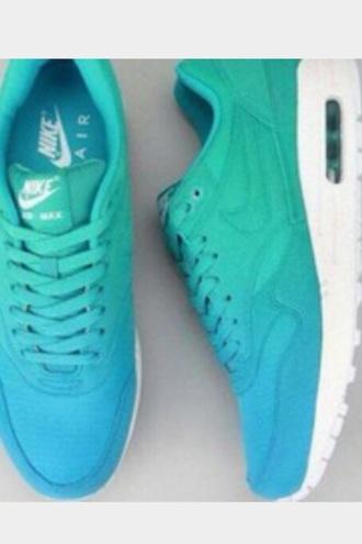 jeans shoes nikeeee 💙 wit meisjes stoer donker blauw groen nike shoes nike dames mooi cool nice