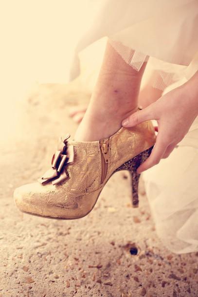 shoes pumps gold vintage