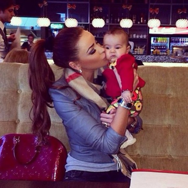 jacket burberry scarf mommy denim shirt bomber jacket louis vuitton bag  mother and child 0df549cf54710