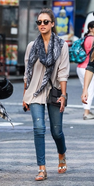top scarf jessica alba printed scarf jeans shoes sandals flat sandals silver sandals silver low heel sandals blue jeans grey top long sleeves bag black bag sunglasses celebrity style celebrity rayban