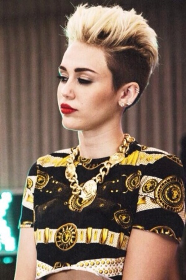 t-shirt miley cyrus gold black gold chain