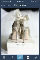 shoes,jimmy choo,gold,glitter,glitter heel shoes,heels,bow,wedding shoes