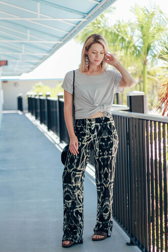 miss lyle style blogger t-shirt printed pants