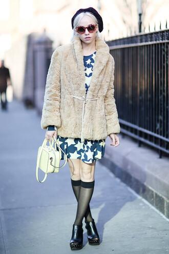 hat black beret blue and white star dress fur coat white purse black cutout boots blogger round sunglasses