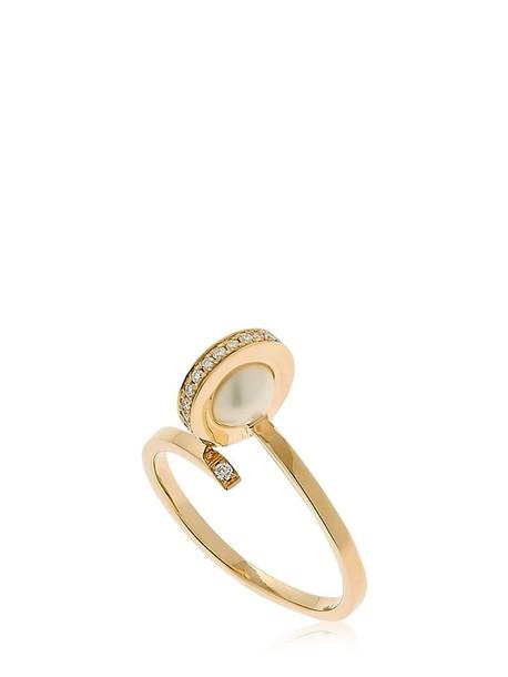 DELFINA DELETTREZ Seal Pearl Ring in gold