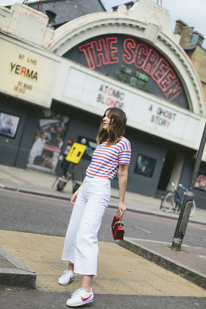 modelo Aspirar Taxi  t-shirt, striped t-shirt, wide-leg pants, blogger, blogger style, nike  cortez, crossbody bag, gucci bag, white sneakers - Wheretoget