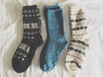 shoes socks underwear wool green white muster comfy feet tumblr tumblr clothes winter outfits snowflake fuzzy print