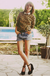 leopard print,typhaine,typhaine augusto,cookies,brown sweater,black sweater,orange sweater,sweater