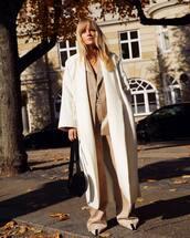coat,long coat,white coat,wool coat,oversized jacket,wide-leg pants,pumps,shoulder bag